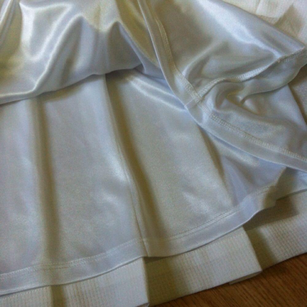 Super fin drömig, plisserad kjol med en underkjol under så att den inte blir genomskinlig🌟 Köpt här på Plick och säljer den för att den tyvärr var för stor för mig😕 Tar gärna swisch och kan skicka på posten mot en slant, annars går det bra att mötas upp i Västerås🌸. Kjolar.