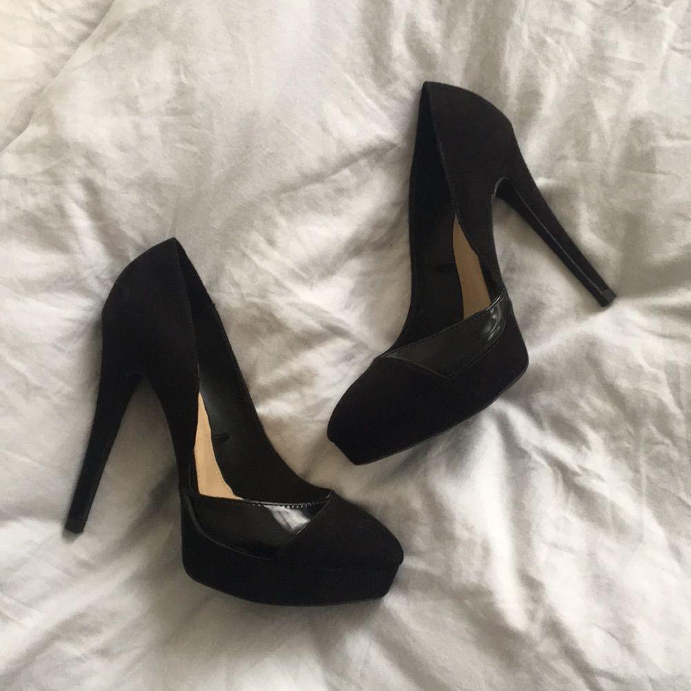 e28a5e0fb7e sorte højhælede sko i ruskind fra Zara. brugt dem en gang ved et bryllup,  ...