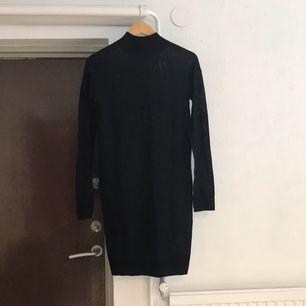 ⭐️finstickad poloklänning från MQ Tar swish, kan även mötas upp i stan. Köparen står för frakten.