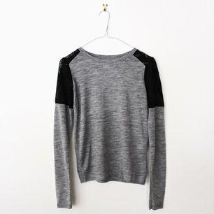 Tunn, skön tröja från Zara. 100 % polyester.