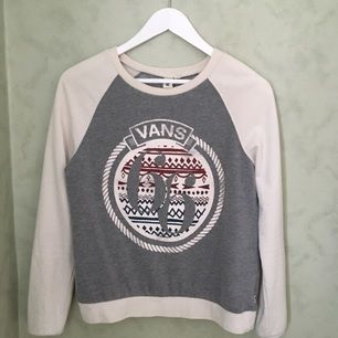 Sweatshirt, köpt på Vans i Polen. Otroligt snygg och bekväm. Frakt tillkommer!