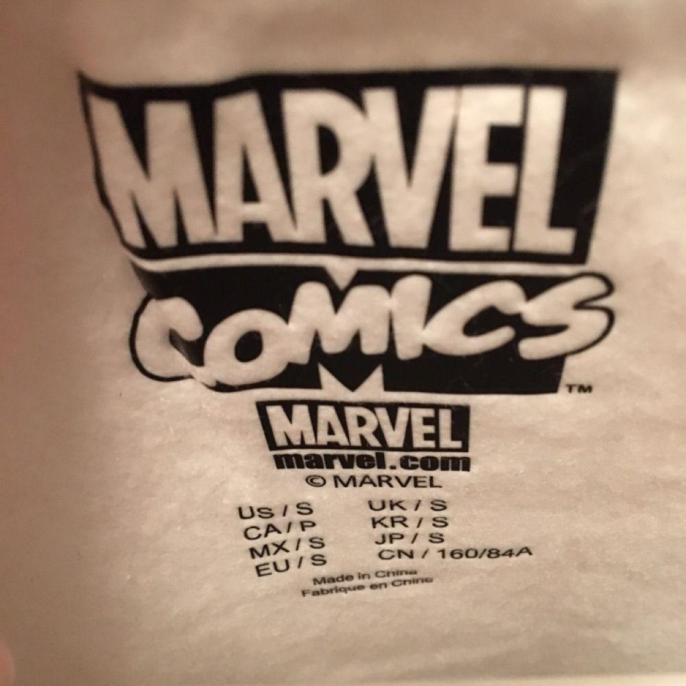 Tröja från Forever 21 med Iron Man motiv. Mysig insida. Köparen står för frakten.. Huvtröjor & Träningströjor.