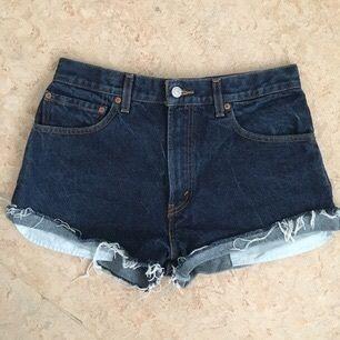 Avklippta Levis jeans köpta på WEEKDAY.  Aldrig använda. Köparen står för frakt.
