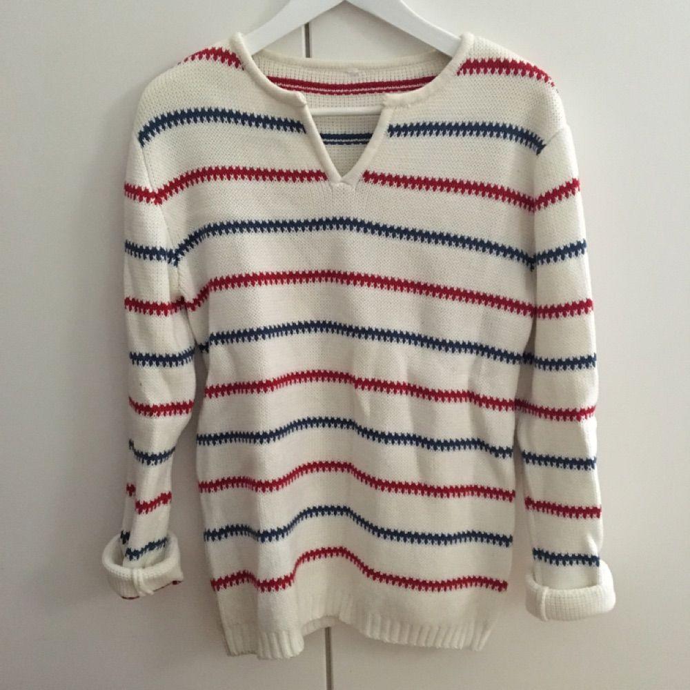 Jättefin, tjock stickad tröja i en oversized storlek så den passar flera storlekar. Använd ett fåtal gånger. Köparen står för frakt.. Stickat.