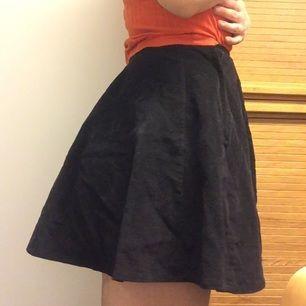 Svart manchester kjol. Jättefin året om! 🌹