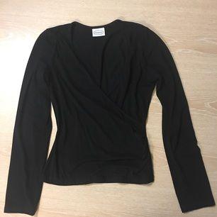 Snygg tröja som framhäver boobsen, sitter tajt och fint 🌟🌟 från new house 🌸