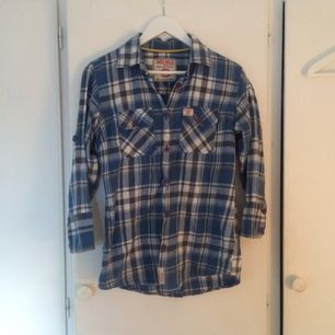 Skjorta i stl L. Använd mycket men hel och fint skick. 20 kr