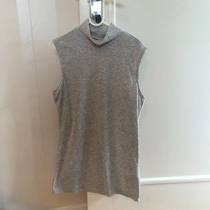 Snygg tröja från Gina tricot. Använd 2-3 gånger. Frakt 30kr.
