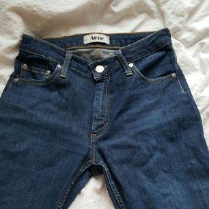 ett par Acne jeans jag köpt på Humana second hand och har därför inget kvitto. Dem är trotts sin andrahandsuthyrning i väldig bra kvalité, om du är intresserad kan jag skicka extra bilder!