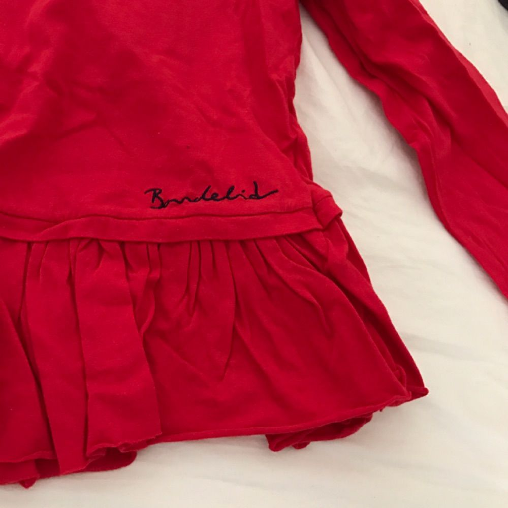 062d42fa5e6e Röd tröja med volang från bondelid - Toppar - Second Hand