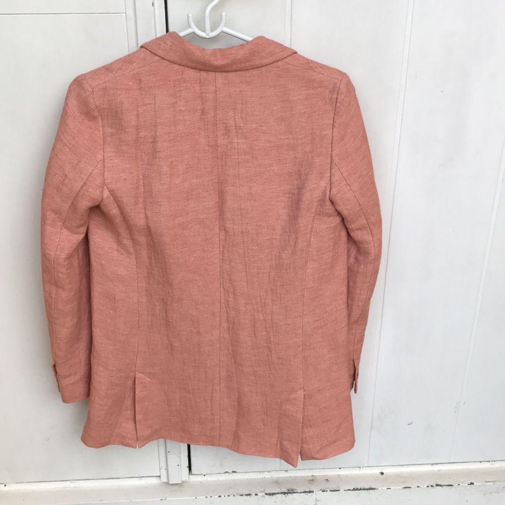 Säljer min sommarfina kappa/kavaj från ZARA. Storlek XS, använd en gång. Orignalpris 600-800, men säljer den för 300 💗 Betalning: swish, kan skickas ☺️. Kostymer.