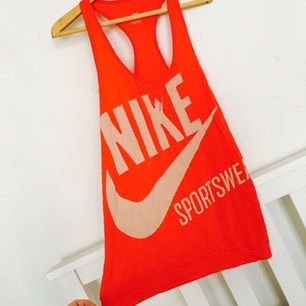 Sportigt linne från Nike.