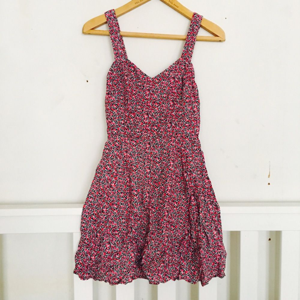 Kolla på exklusivt sortiment officiell webbplats Somrig klänning från Monki.Monki Klänningar - Second Hand