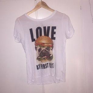 tröja köpt på hm. XS men passar XS-m. Swish finns, frakten inräknad i priset!☺️