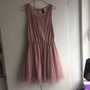 Jättesöt klänning köpt på H&M frakt tilkommer använd en gång!