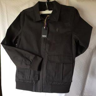 Lumberjacka WESC Marcos i vaxad bomullstwill 100% bomull färgen heter spring black nypris 1399:- helt ny