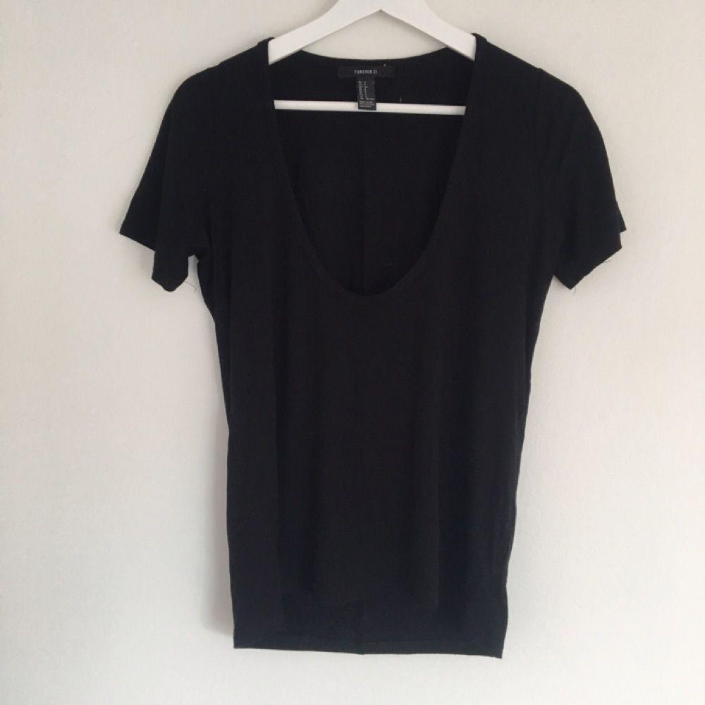 Snygg, svart basic oversize t-shirt från forever21, aldrig använd. T-shirts.