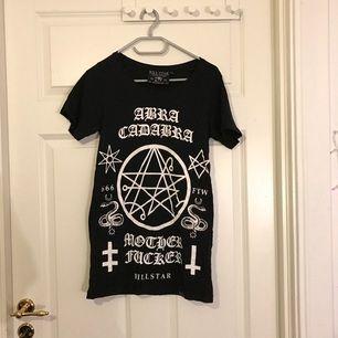 T-shirt från Killstar med tryck. Använd en del men i fint skick! 🌹