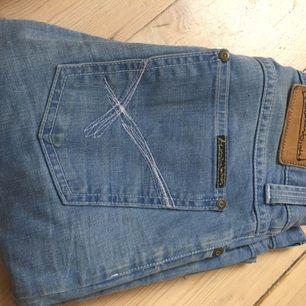 Använda 1 gång, strl 27 waist 34 length. Denim bird nudie jeans