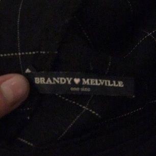 Supersnygg rutig kjol från Brandy Melville, köpt våren 2016. Det är one size som mestadels av Brandy's kläder men jag skulle säga att den passar XS/S