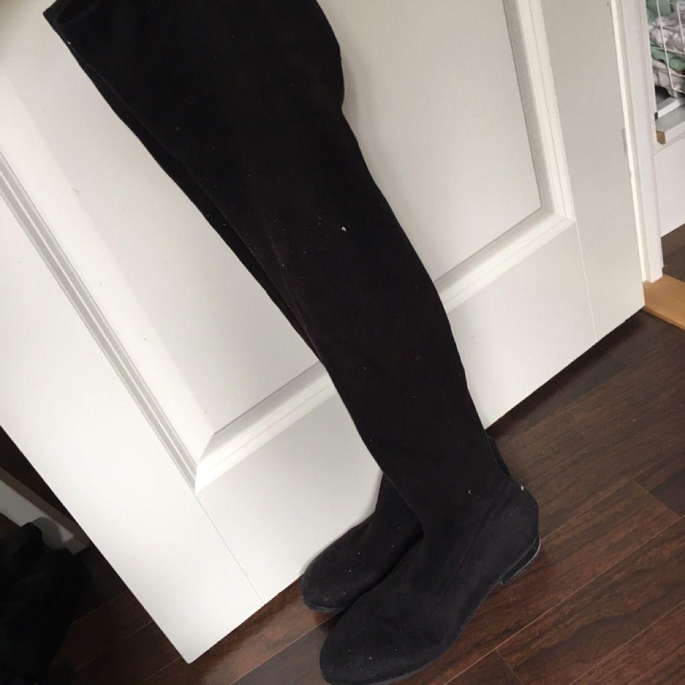 08a0575b39b Overknee skor från Nelly storlek 40. Snörena i bak är borta. . Skor.
