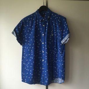 Skjorta från TOPMAN. Bra skick! Köparen står för frakten! Betalningen sker via swish!