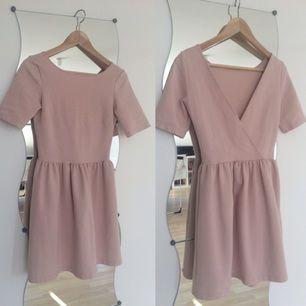 Zara pink dress with cutout back Storlek S Nypris 400:-