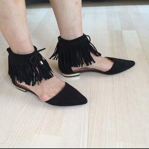 Snygga svarta skor i mocka från River Island. Aldrig använda. Storlek UK6 = 39. Möter upp i Stockholm/köparen betalar frakten.