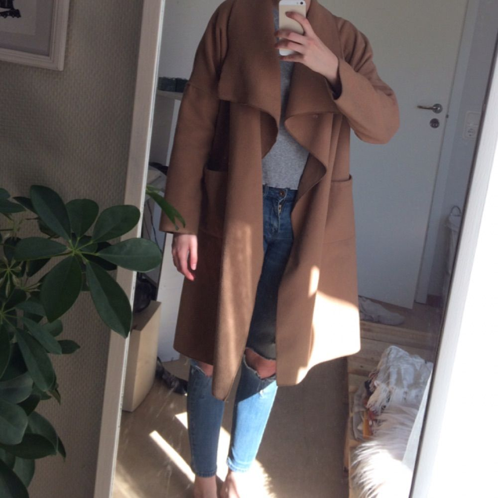 Superhärlig kappa i skönt mjukt material. Passar både höst och vår, även använt den mycket under vintern med en tjockare tröja under.   Kan skickas mot fraktkostnad. . Jackor.