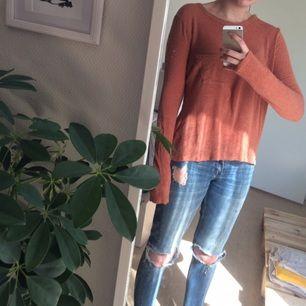 Ullmixad tröja, tunn och inte sticksig, härlig färg.   Kan skickas mot fraktkostnad.