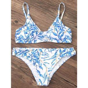 Bikini från zaful! Köpt här på plick, men oanvänd av både mig och tidigare ägare. Den är markerad i medium, men aningen liten i storlek. Köparen står för frakt