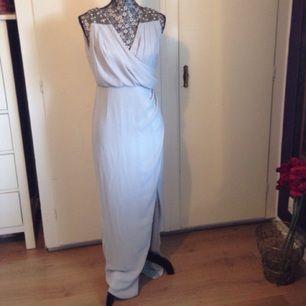 Ursnygg klänning från designermärket TFNC! Prislapp kvar, inte ens provad.