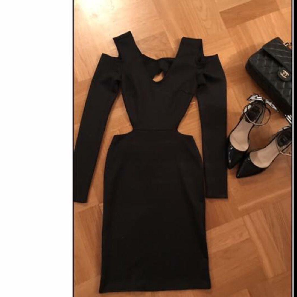 Sexy black dress Stl. Xs men passar också till S 179 kr ingår frakt!❤️. Klänningar.