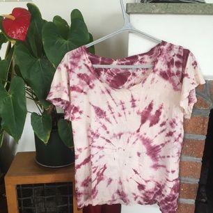 Hemma färgad tie dye t-shirt