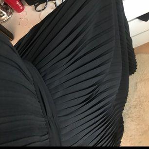 Helt ny Tfnc klänning med prislapp kvar, skulle användas på balen med kan ej gå. Därför känns det bättre att sälja den så någon får användning av den :)