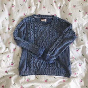 fläktstickad, väldigt bekväm tröja från dobber. kan även passa en L! i gott skick trots välanvänd! frakt ingår i priset!💫
