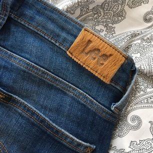 Aldrig använda Lee jeans. Mellan mörk tvätt.  Nypris 899:- 25W31L