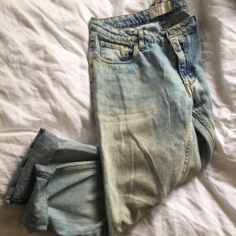 Acne studios jeans i modellen flex S silver vint. Strl 30/32. Jag har använt dom som boyfriend jeans. Är i vanliga fall strl 27. Köparen betalar eventuell fraktkostnad. . Jeans & Byxor.
