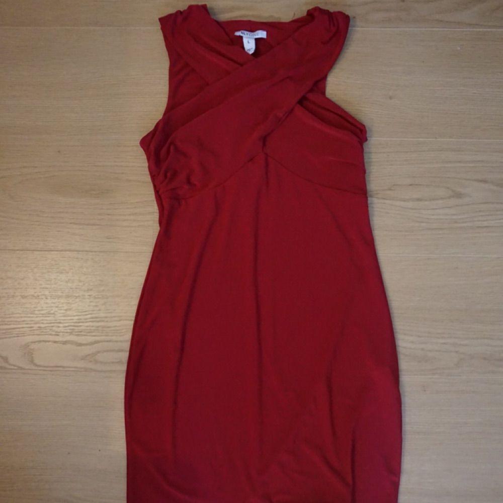 321a7ec1a6e8 Röd festklänning från Nelly. Använd cirka 2 gånger då den är ganska kort.