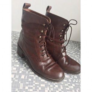 Vintage boots kängor  fint begagnat vintage  skick.  Stl uk 4 = 37   Porto tillkommer med 70kr
