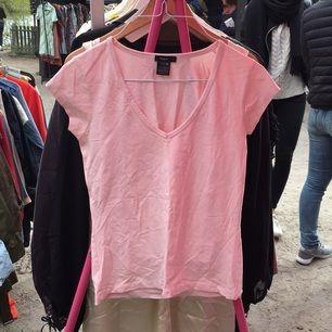 T-shirt från Filippa k i s.    Köparen betalar ev frakt.