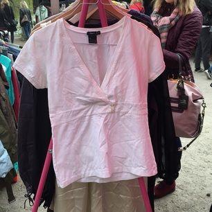 T-shirt från Filippa k. Stl m. Köparen betalar ev frakt.