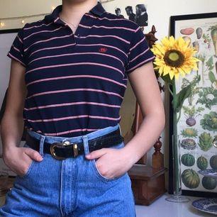 Ascool t-shirt! Supersnygg instoppad i ett par jeans som på bilden, eller varför inte med ett par hängselbyxor?!