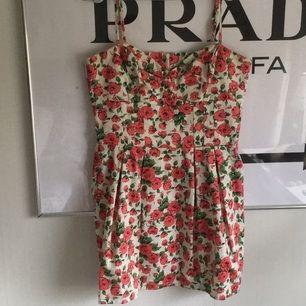 Söt blommig klänning