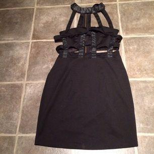 Cut out klänning