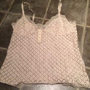 Fint linne från mango, bäst för personer med små bröst:)