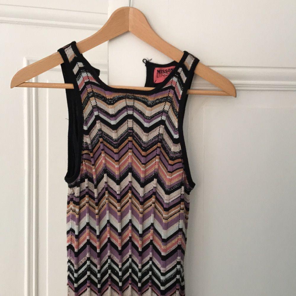 816228bf9d9f En jättefin klänning från Missonis kollektion för HM.. Klänningar.