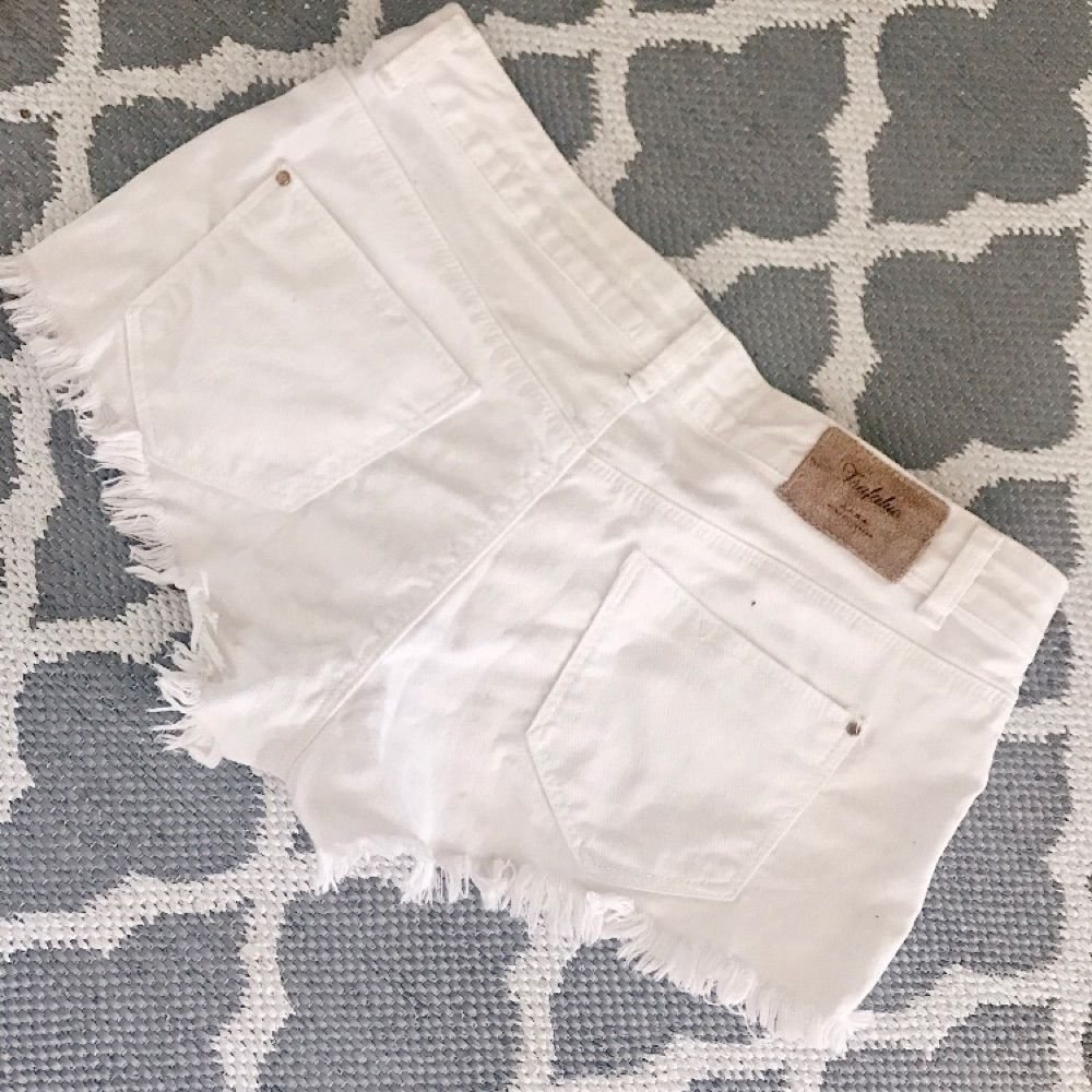 Vita shorts från Zara, storlek 38. 🌸. Shorts.