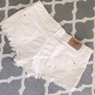 Vita shorts från Zara, storlek 38. 🌸