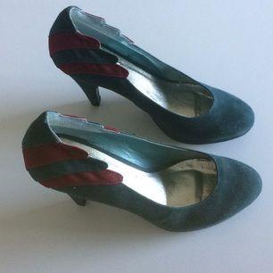 Snygga klackar skor från Monki med lite plåta framtill. Knappt använda!